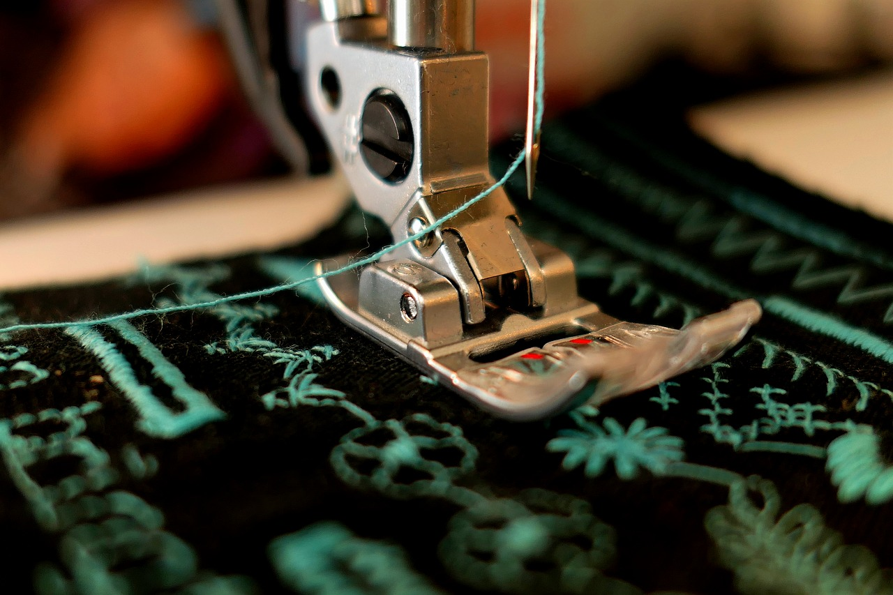 F come finanza etica - macchina cucire